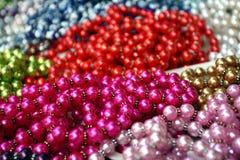 Vele halsbanden van valse parel Royalty-vrije Stock Foto's