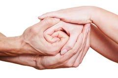 Vele handen die op elkaar houden Stock Foto's