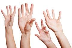 Vele handen die uit bereiken Royalty-vrije Stock Foto's