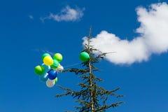 Vele heldere baloons in de blauwe hemel Stock Foto's