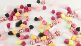 Vele heldere zoete suikergoed en heemst stock footage