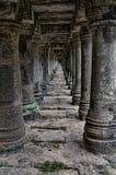 Vele historische pijlers die in de afstand gaan Royalty-vrije Stock Foto