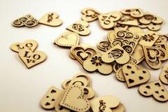 Vele houten harten op witte achtergrond Royalty-vrije Stock Afbeelding
