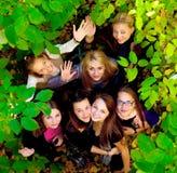 Vele jonge meisjes in het park Royalty-vrije Stock Fotografie