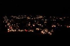 Vele kaarsen voor de doden mourning royalty-vrije stock fotografie