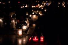 Vele kaarsen voor de doden mourning royalty-vrije stock afbeeldingen