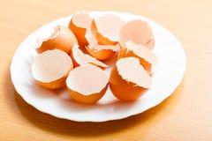 Vele lege gebarsten eierschalen Stock Afbeelding