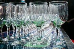 Vele lege lege wijnglazen Royalty-vrije Stock Afbeelding
