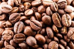 Vele macro coffe bonenclose-up op koffieachtergrond Royalty-vrije Stock Afbeelding