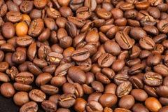 Vele macro coffe bonenclose-up op koffieachtergrond Royalty-vrije Stock Afbeeldingen