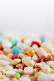 Vele medicijn en pillen op stapel stock foto