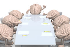 Vele menselijke hersenen die rond de lijst samenkomen Royalty-vrije Stock Afbeelding
