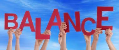 Vele Mensenhanden houden Rode Word Saldo Blauwe Hemel royalty-vrije stock afbeeldingen