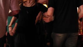 Vele mensenvoeten dansen stock footage