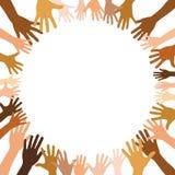 Vele multiculturele handen vormen een cirkel stock foto's