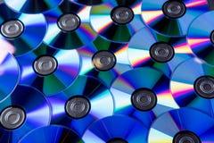 Vele muzikale compact-discs met een regenboogspectrum van kleuren zoals royalty-vrije stock foto