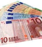 Vele nieuwe kleurrijke geïsoleerde euro, besparingenrijkdom Royalty-vrije Stock Afbeeldingen