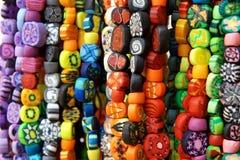 Vele parels van de polymeerklei hipster op straatmarkt stock afbeeldingen
