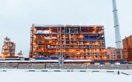 Vele pijpen en schoorstenen met industriële toren Royalty-vrije Stock Foto