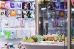 Vele porties van zoet smakelijk dessert op buffet Concept het verzorgen van gebeurtenissen, verjaardagen in opslag stock foto's