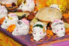 Vele schedels en brood Stock Afbeeldingen