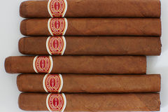 Vele sigaren op de lijst Stock Fotografie