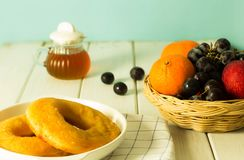 Vele soorten brood en fruit royalty-vrije stock afbeeldingen