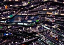 Vele spaanders in een pakhuis in de stad van computers stock afbeelding