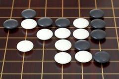 Vele stenen tijdens gaan spel het spelen op goban Royalty-vrije Stock Foto's