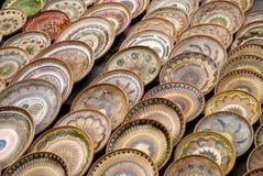 Vele traditionele Roemeense aardewerkplaten Royalty-vrije Stock Foto's
