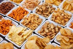 Vele types van smakelijke snacks Stock Afbeeldingen