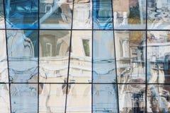 Vele vensters met gebreken bezinning Stock Foto's