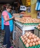 Vele verkopers in Ecuador concentreren zich op één enkel product Dit Qu Royalty-vrije Stock Foto's