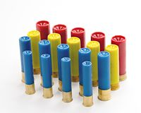 Vele verschillende die soorten jachtgeweershells in rijen wordt opgesteld Stock Foto's