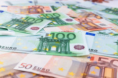 Vele verschillende euro bankbiljetten Stock Afbeeldingen
