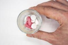 Vele verschillende gekleurde die pillen op witte achtergrond worden geïsoleerd Royalty-vrije Stock Foto