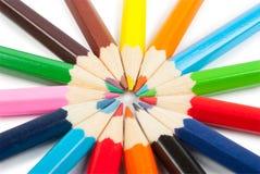 Vele verschillende kleurpotloden Royalty-vrije Stock Afbeeldingen