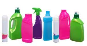 Vele verschillende plastic flessen het schoonmaken van producten Stock Afbeeldingen