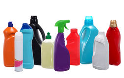 Vele verschillende plastic flessen het schoonmaken van producten Royalty-vrije Stock Foto's