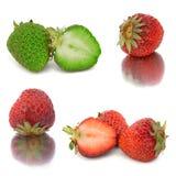 Vele verschillende reeksen aardbeien op witte achtergrond, isoleren met aardbeien, een verschillend op één blad Stock Fotografie