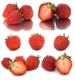 Vele verschillende reeksen aardbeien op witte achtergrond, isoleren met aardbeien, een verschillend op één blad Stock Afbeelding