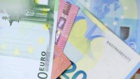 Vele vliegende Euro bankbiljetten stock footage