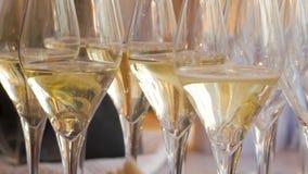Vele wijnglazen stock video