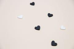 Vele witte en zwarte harten Stock Afbeeldingen