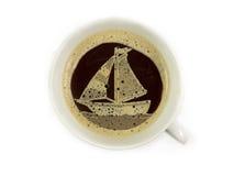 Veleiro no copo de café Foto de Stock Royalty Free