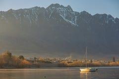 Veleiro no lago Wakatipu Imagens de Stock Royalty Free