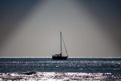 Veleiro no mar imagens de stock royalty free