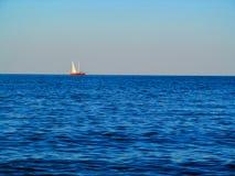 Veleiro no oceano Fotos de Stock Royalty Free