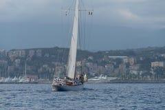 Veleiro o estilo antigo no mar Mediterrâneo fotos de stock