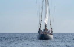Veleiro o estilo antigo no mar Mediterrâneo foto de stock